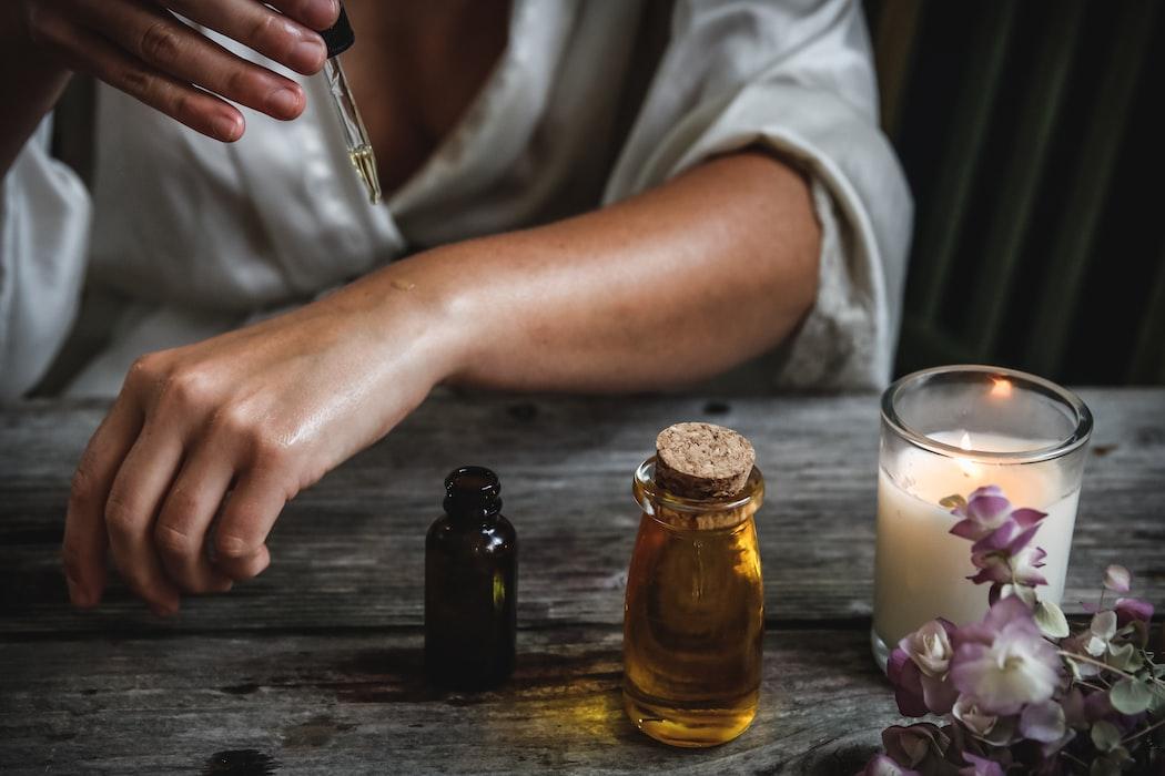Czy wiesz, czym jest suchy olejek do ciała?