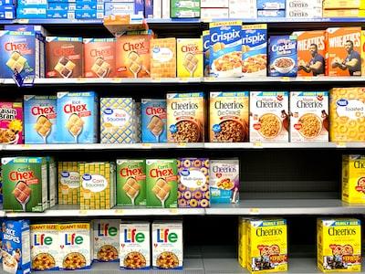 店頭に並んでる食品の画像