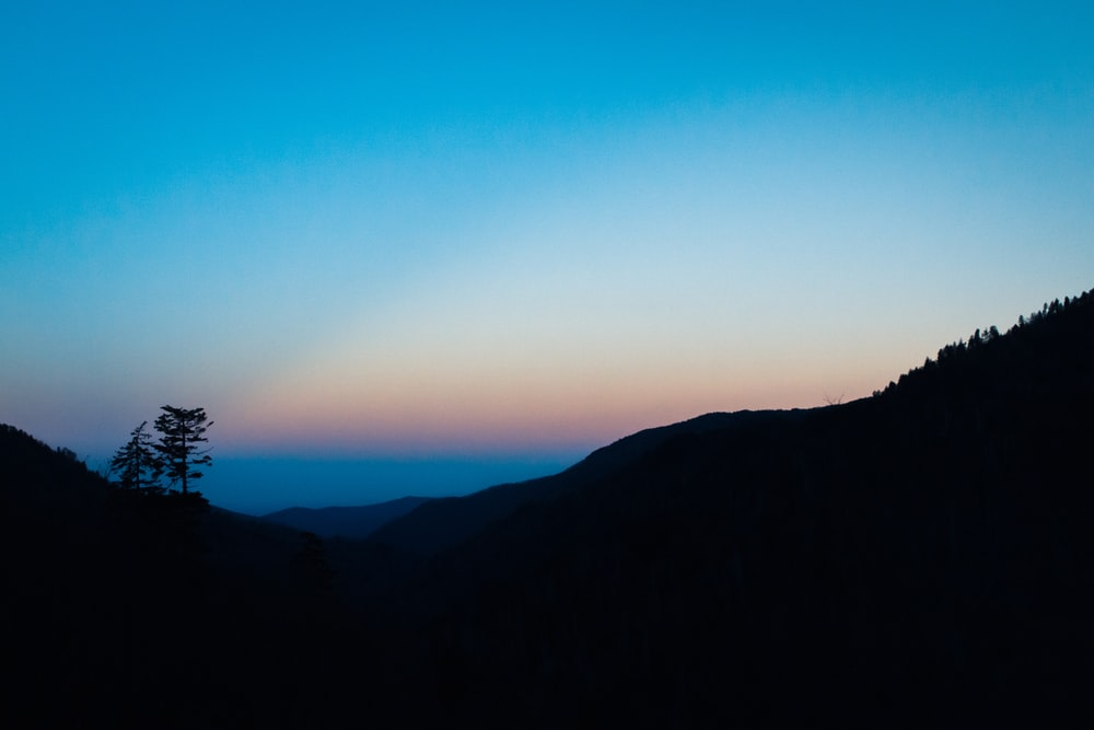 silhouette of moutains