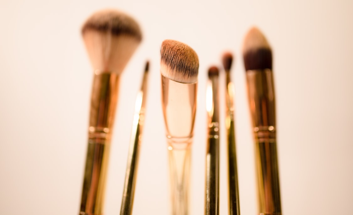 photo 1556774943 97545845b53e?ixlib=rb 1.2 - Makeup Brushes 101: Tips and Tricks
