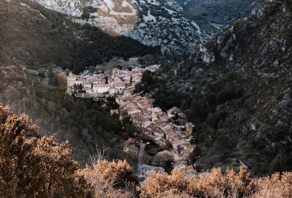 houses between hills