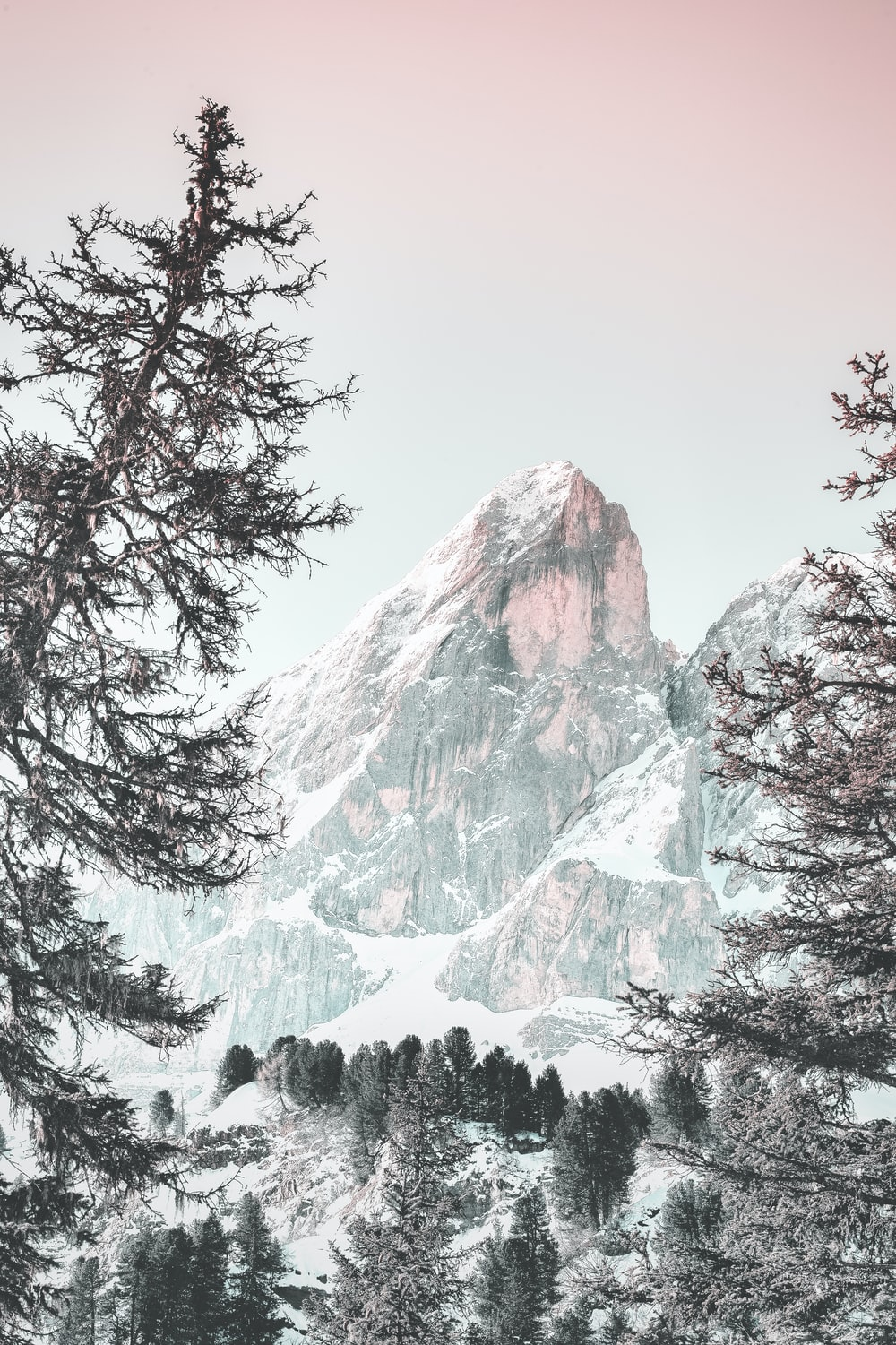 snowcaped mountain during daytime