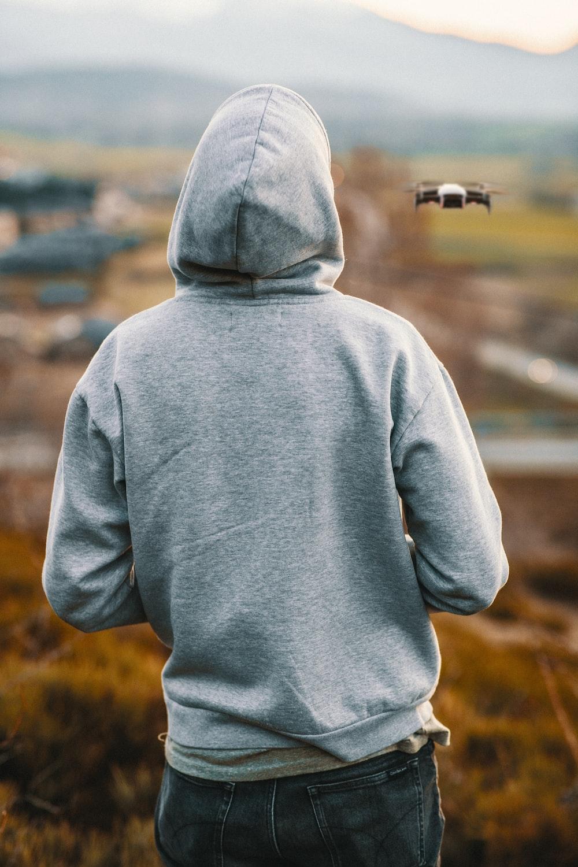 man wearing grey pullover hoodie
