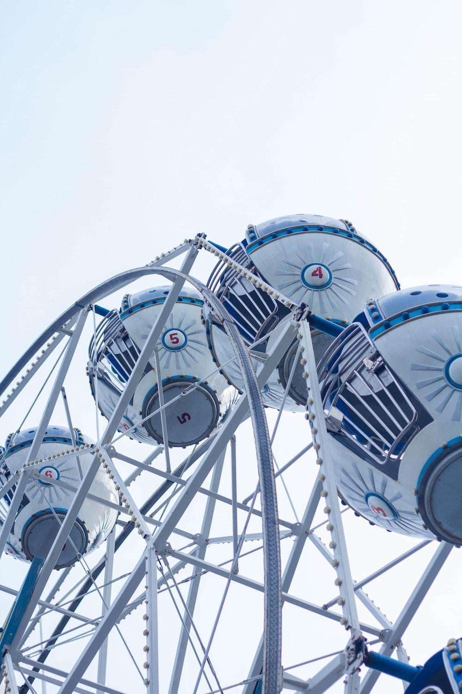 white and blue Star Wars R2-D2 Ferris wheel