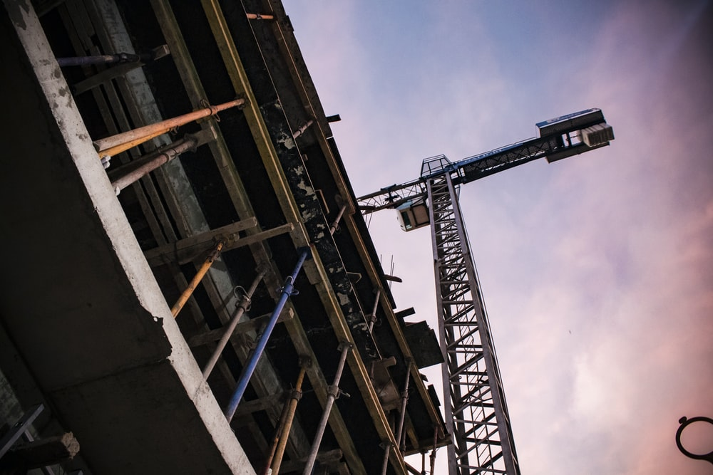 grey tower crane beside building
