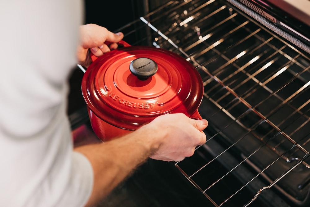 red cook pot