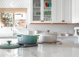 two cooking pots on kitchen island