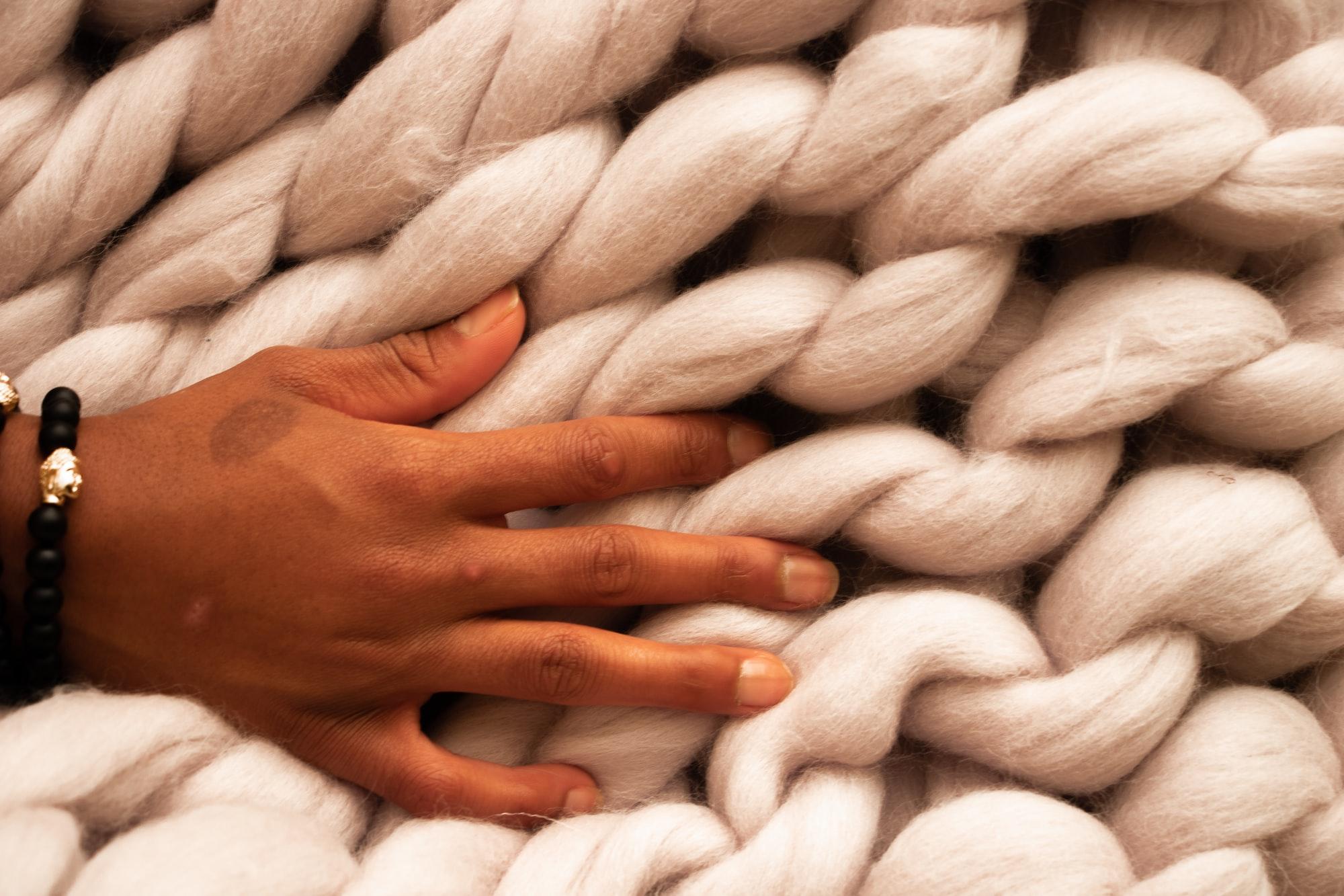 Cos'è l'arm knitting?