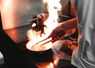 gray metal frying pan