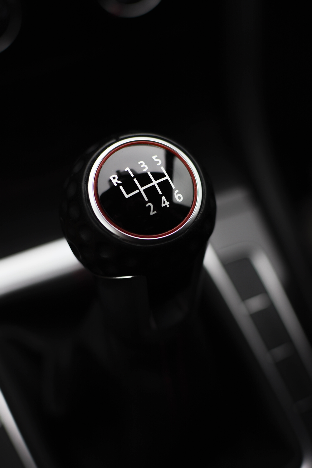 black gear-shirt lever close-up photography