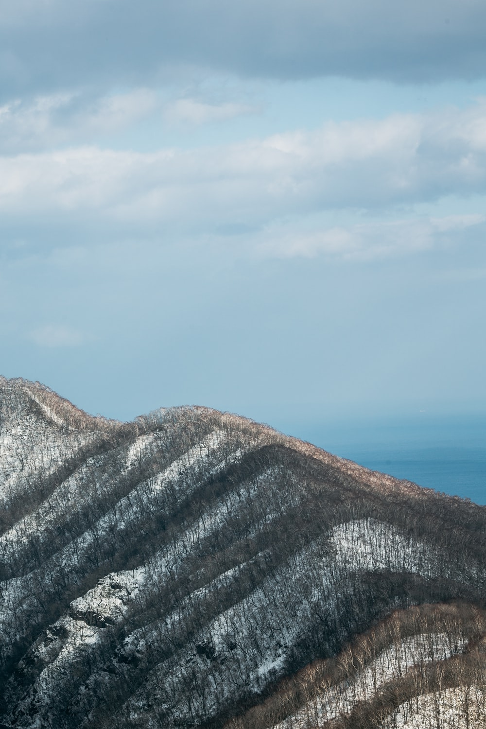 mountain covered with snow at daytime