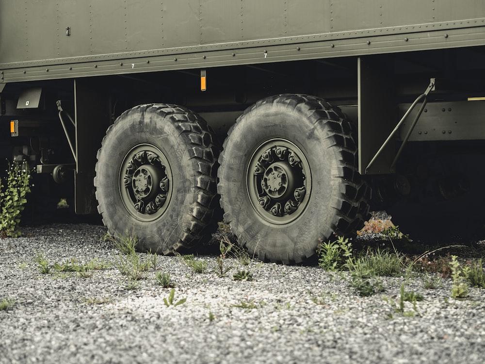 gray vehicle wheel