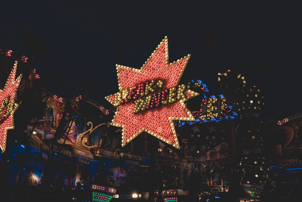 red and yellow star signage at night