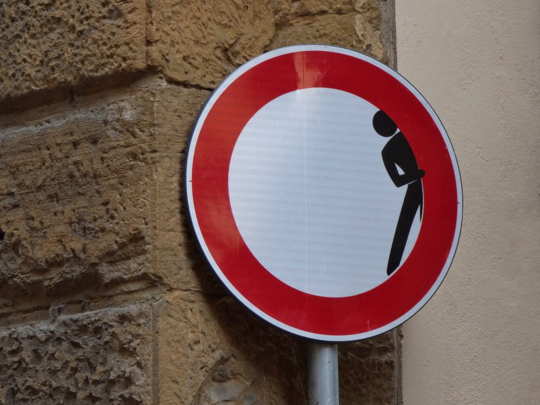 I loved the road signs in Florence Italy, a lot showing a touch of humour.  This sign on the corner of a narrow cobbled street, I guess warns any motorist that someone may look around the corner at them. It makes me laugh whenever I see this.