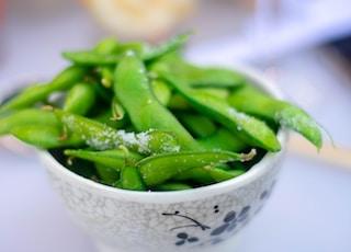 green beans on bowl