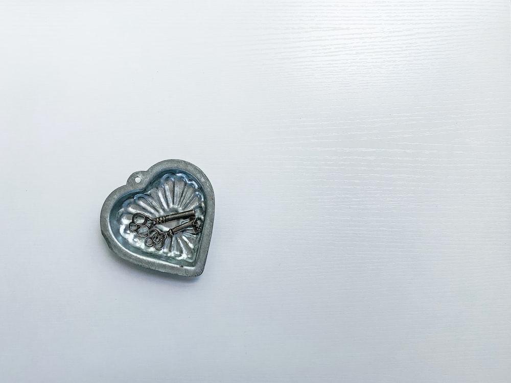 skeleton keys on heart pendant