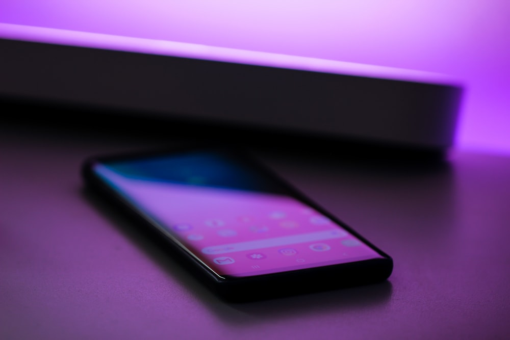 shallow focus photography of black smartphone