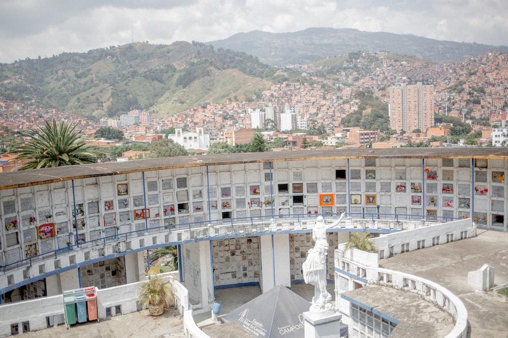view of 2 floors cemetery