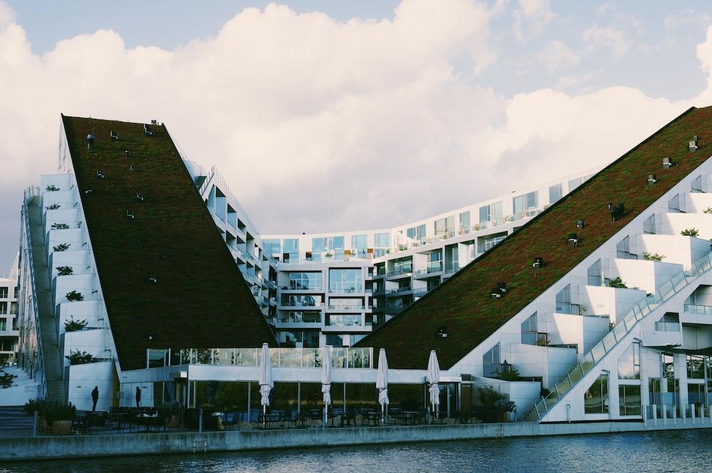 8Tallet building