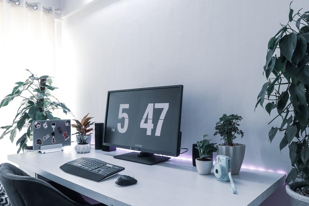 computer monitor displaying 5 47