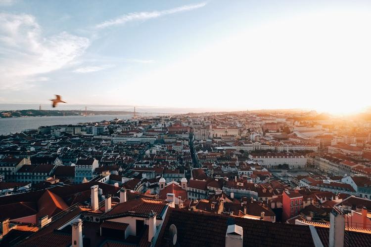 Lisbon digital nomad guide - when to visit