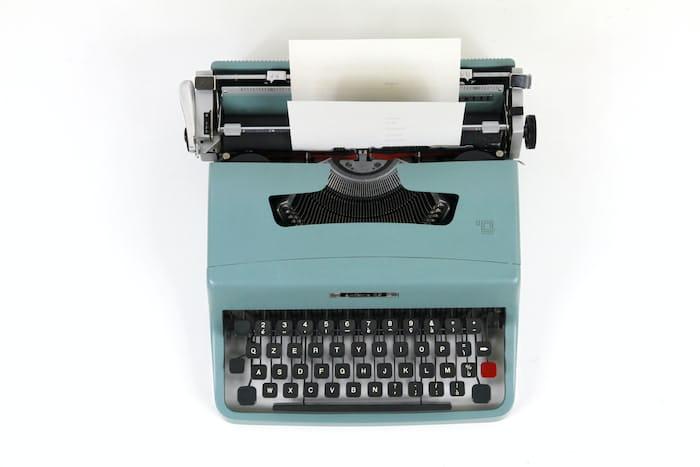 typewriter representing copywriting