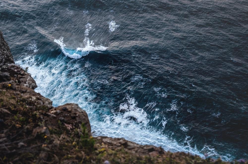 ocean waves crashing on gray rock