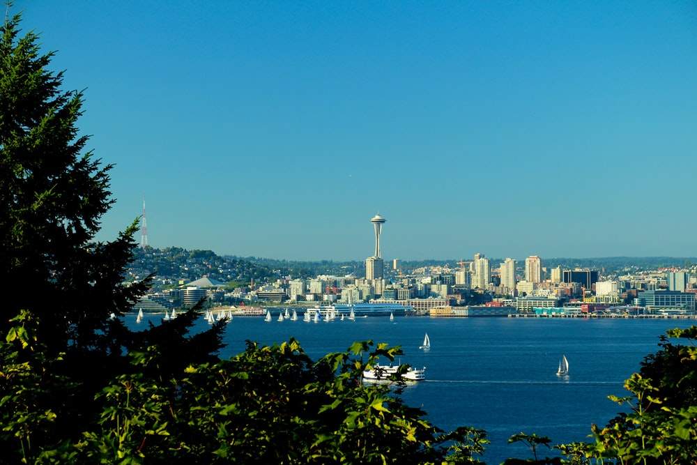 Seattle viewing mountain and sea under blue and white skies