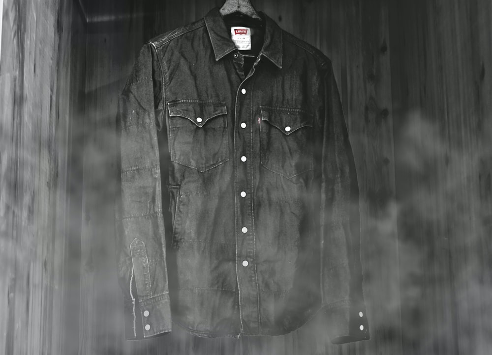 black Levi's dress shirt