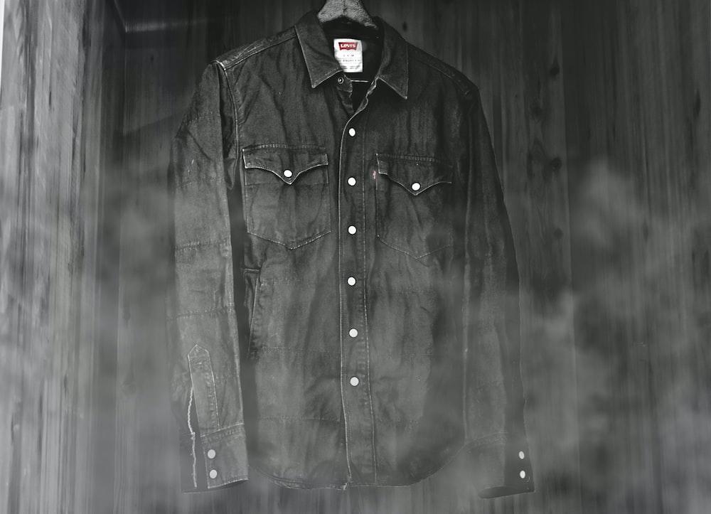 black Levi's dress shirt