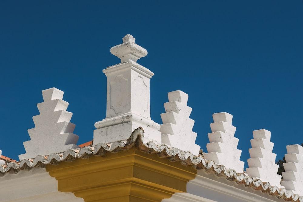 close photo of building's cornice