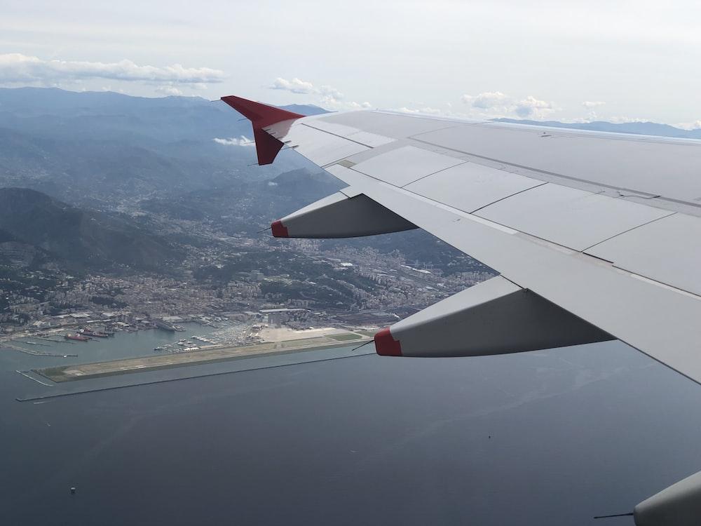 grey air liner