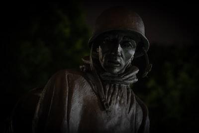 brown metallic statue washington monument zoom background