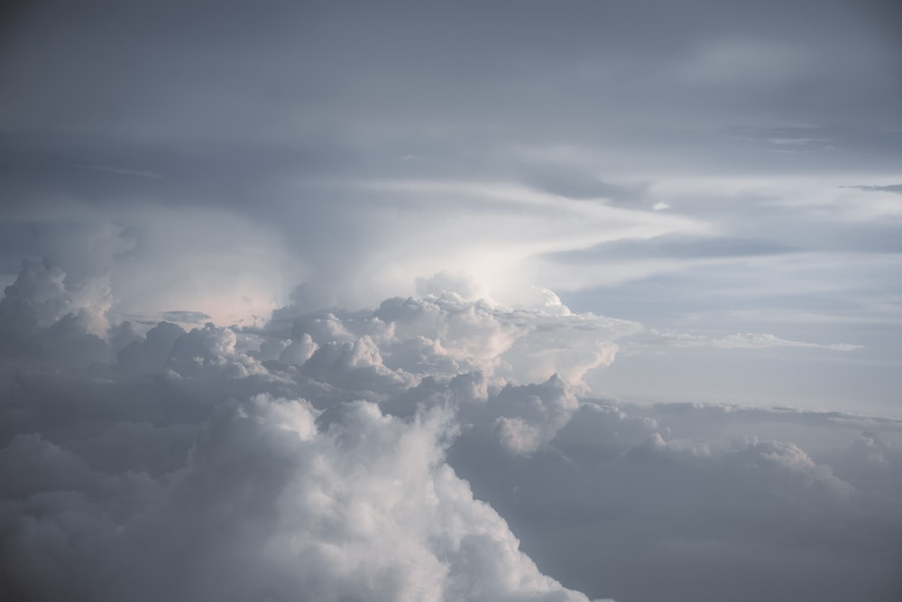 white and gray sky close-up photography