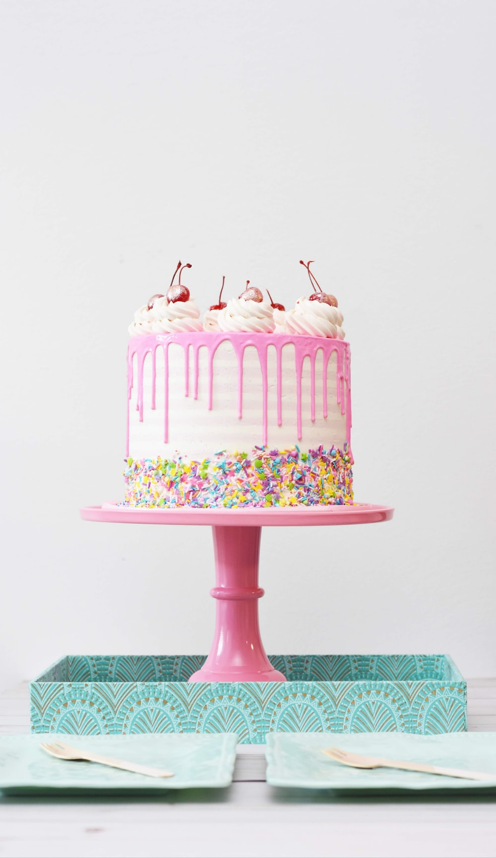 fondant cake with stand