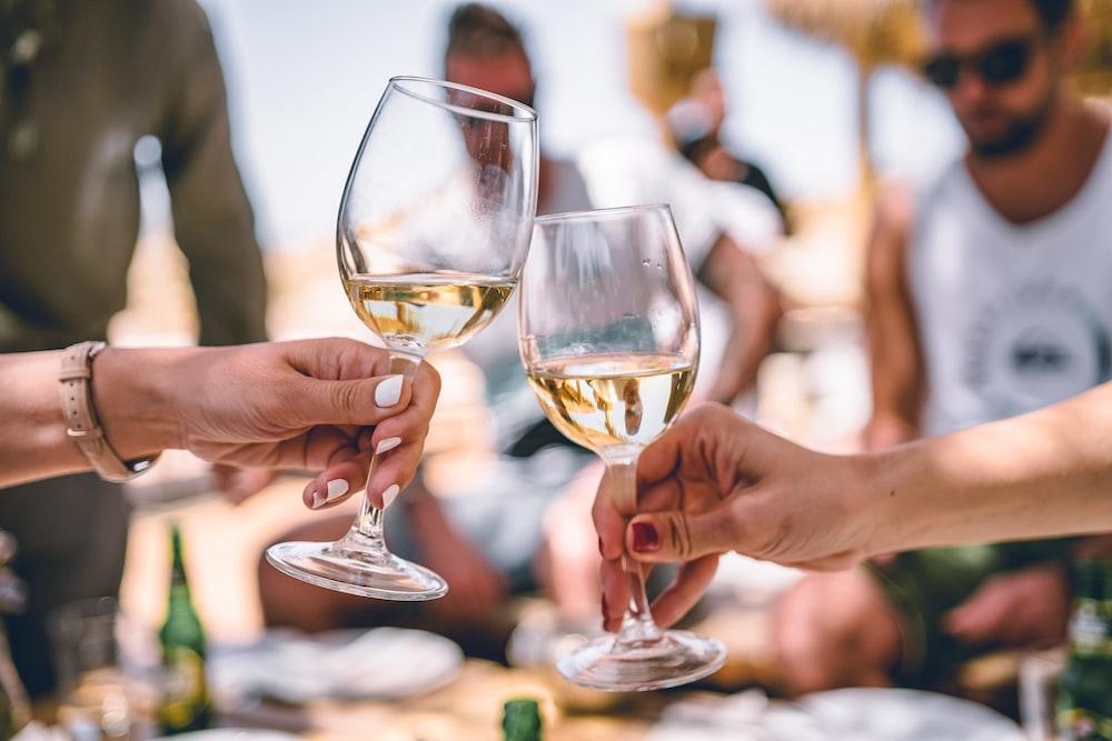 two women holding glass of champagnes degustazione vini milano