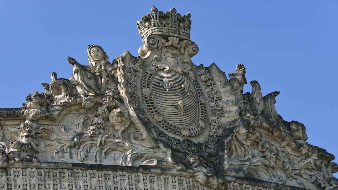 Fronton de l'entrée principale du musée du cheval à Chantilly