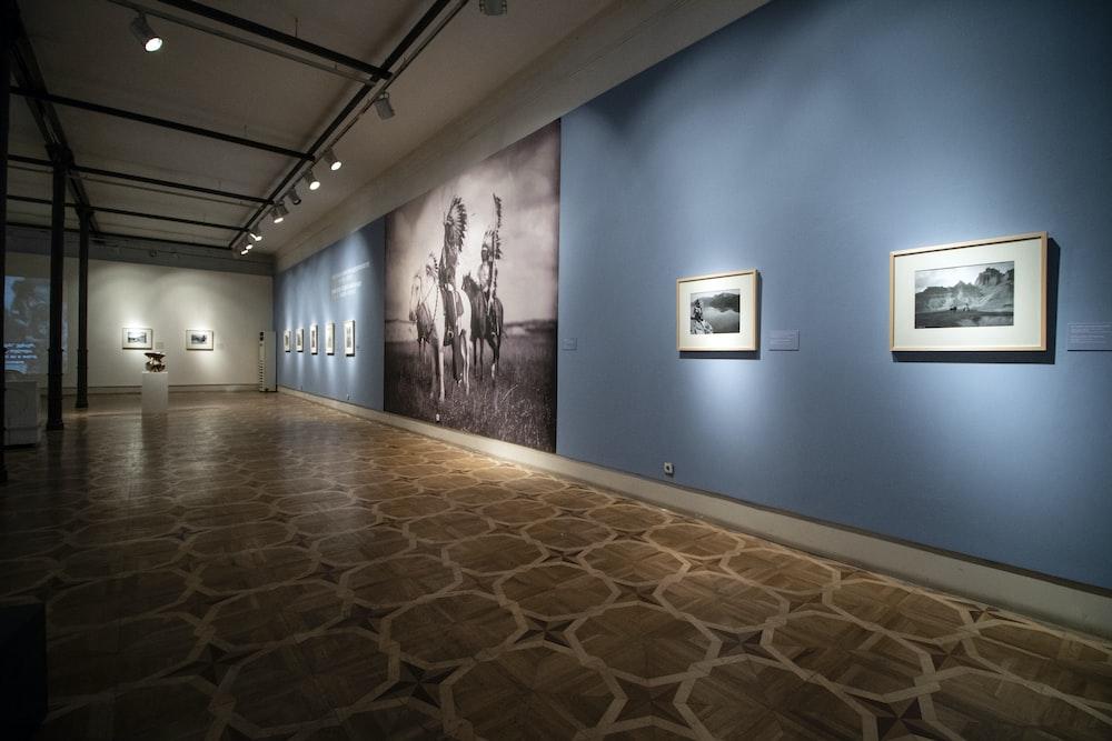 空の美術館の廊下