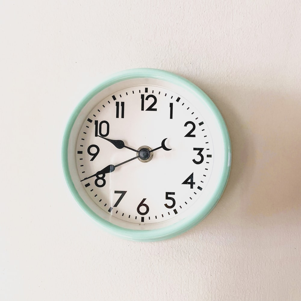 wall clock with 9:41 display