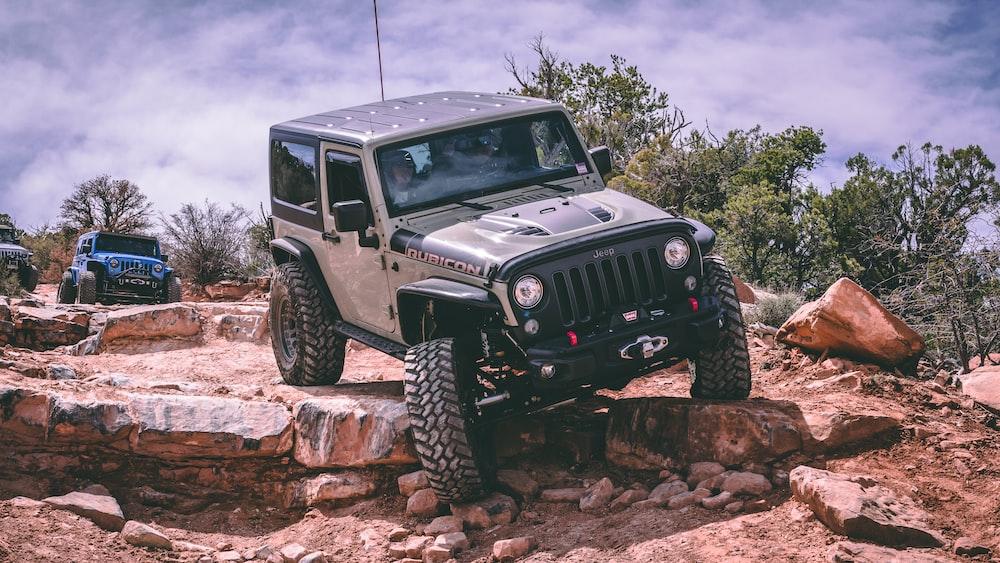 grey Jeep car