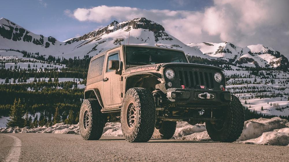 gray Jeep Wrangler SUV