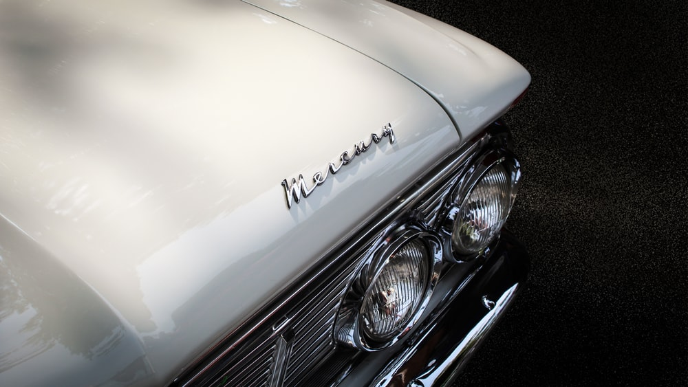 close-up photography of vehicle hood
