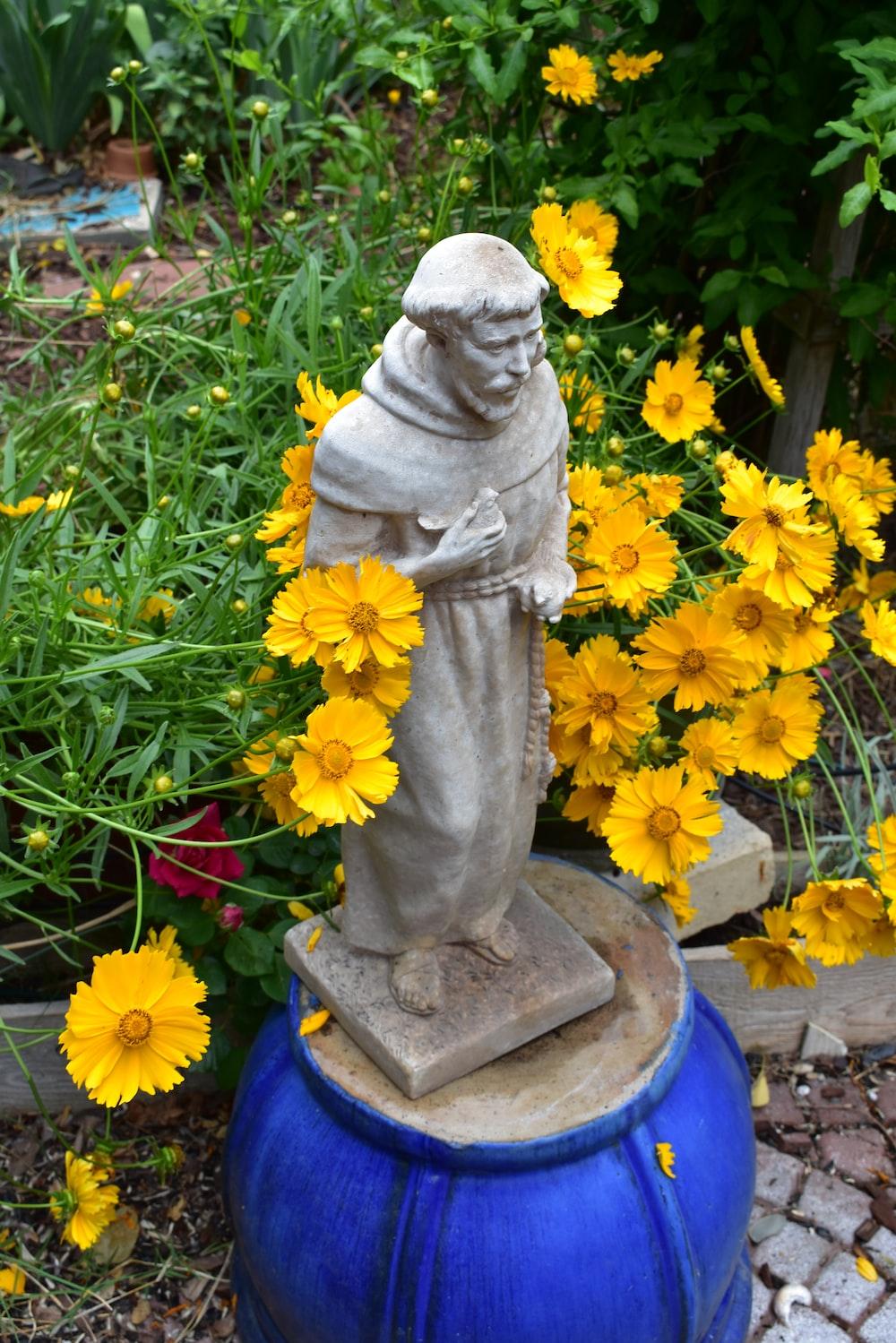 man gray statuette