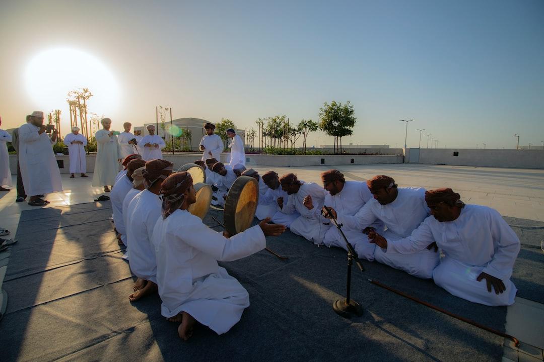 معرفی جاذبه های گردشگری تاریخی کشور عمان، شهر مسقط، رقص و آواز محلی مردم عمانی