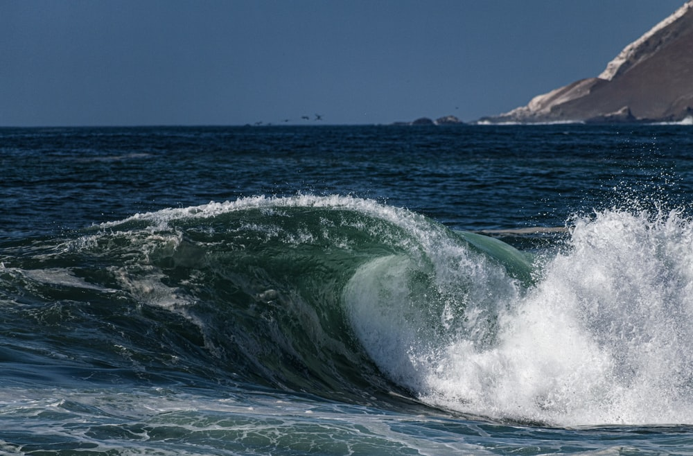 sea wave viewing mountain
