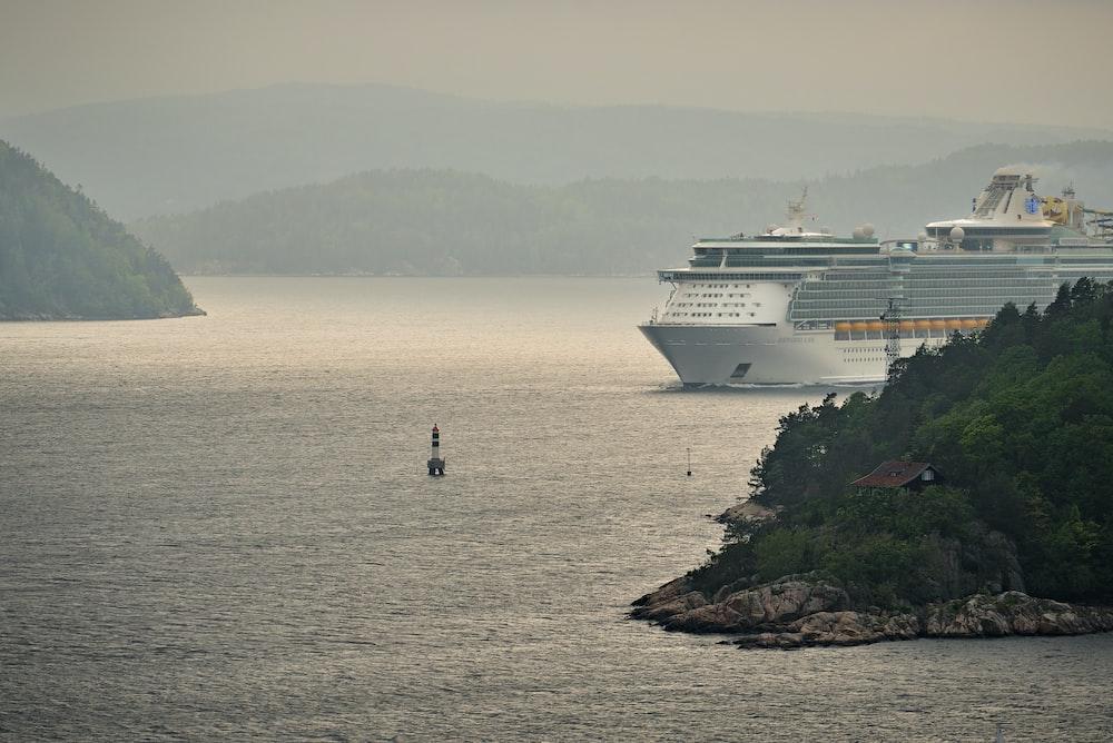 cruise ship between islets