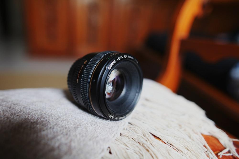 round black zoom lens