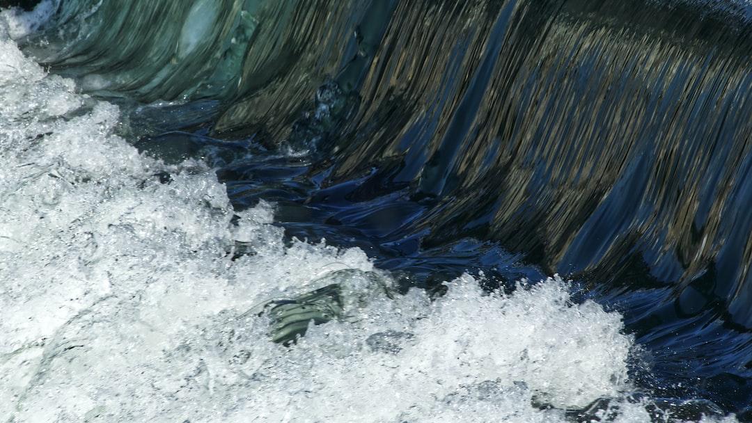 Détail du déversoir du barrage de Noisiel