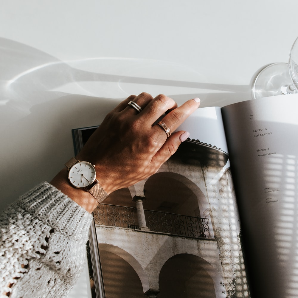 round white analog watch