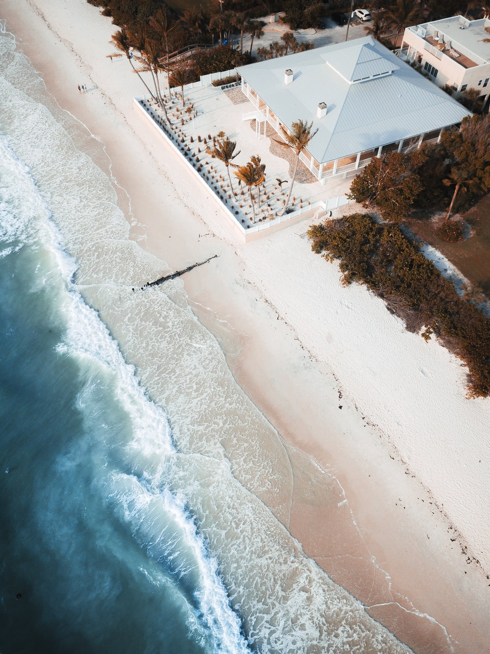 aerial photo of gray house near beach